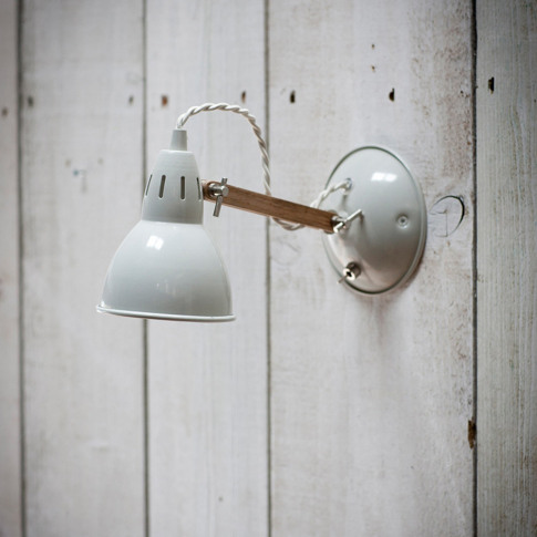 Garden Trading - Bermondsey Wall Light - Oak