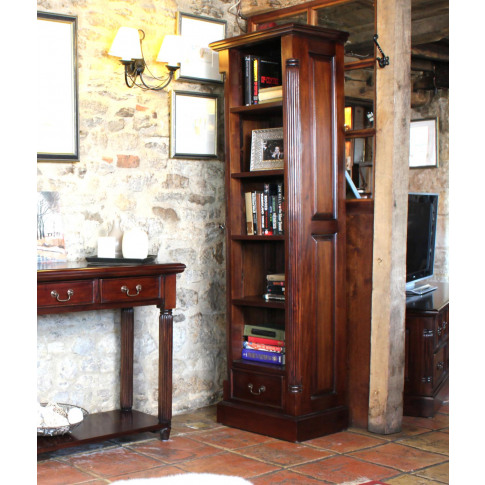 Baumhaus La Roque Narrow Alcove Bookcase